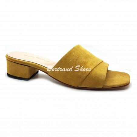 Sandales à talon carré en daim Zara2